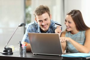 Pourquoi utiliser un comparateur de crédit en ligne ?
